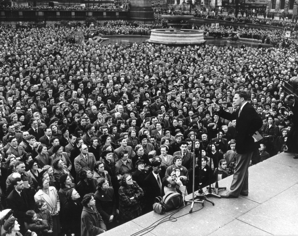 Billy-Graham-preaching-in-Trafalgar-Square-in-London-England-in-1954
